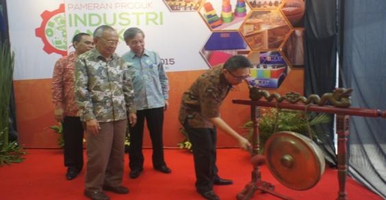 Pameran Produk Industri Aneka Untuk Menuju Industri Andalan 2015